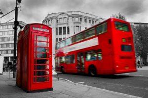 В Англии карсные будки и автобусы