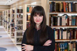 Юлия - преподаватель английского